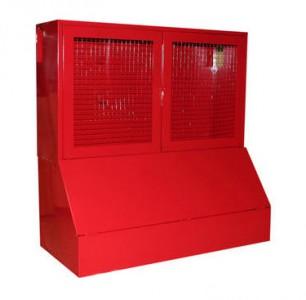 Стенд пожарный закрытого типа за сеткой с ящиком для песка купить